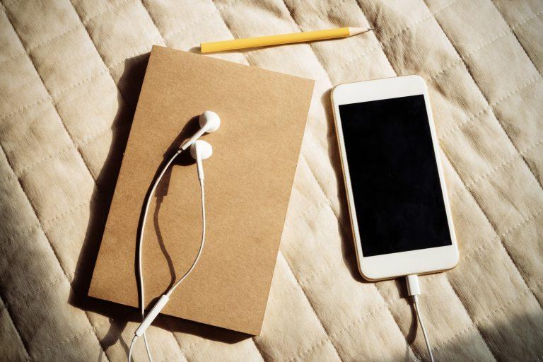 8 Podcasts mit Suchtpotential!