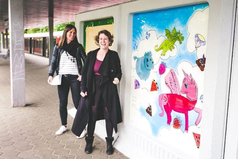 Kunst schmückt S-Bahn-Station – Jugendliche sorgen für Farbe in Neuwiedenthal