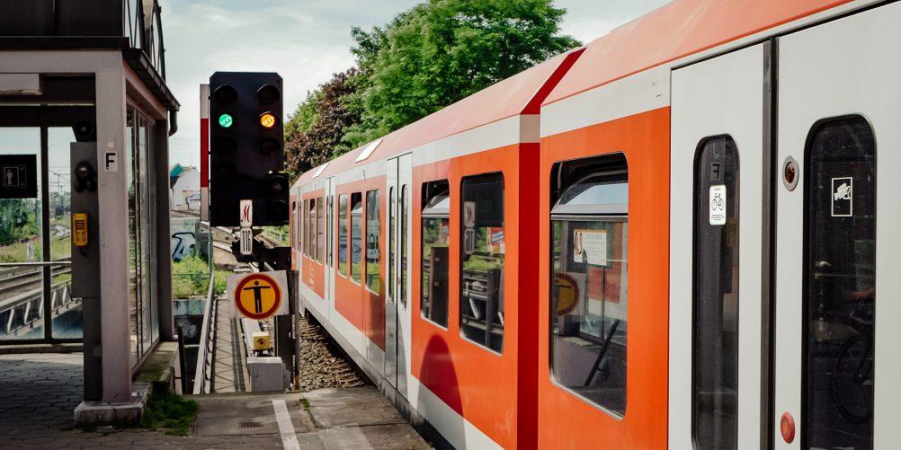 Die S32 erschließt den Westen Hamburgs