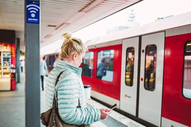 Surfen mit der S-Bahn – Kostenloses WLAN an Haltestationen