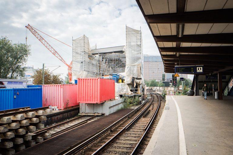 Es geht weiter am Berliner Tor – Einbau einer Fußgängerbrücke