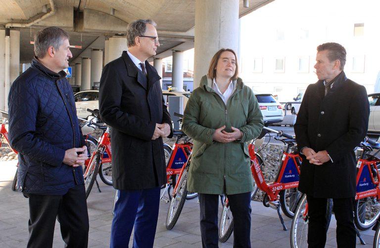 Vom Flieger aufs Rad – Am Airport eröffnet StadtRAD-Station