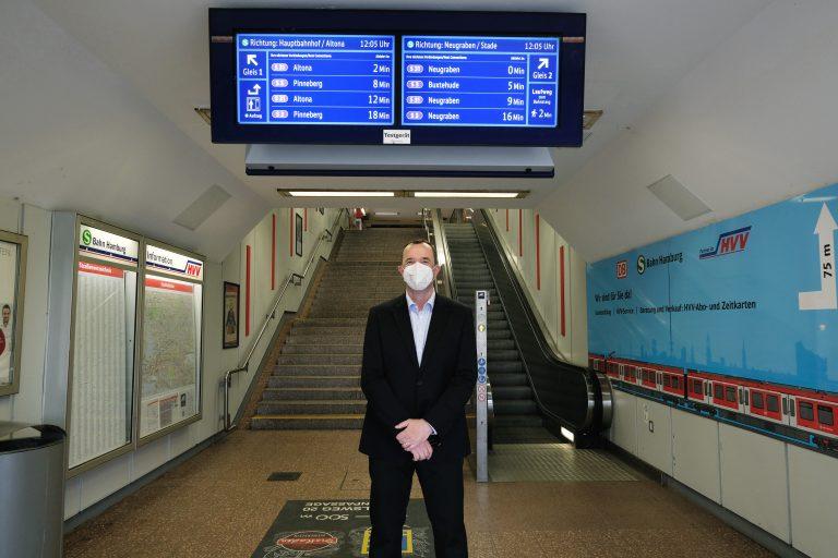 Schicke Infos im Bahnhofseingang – Unsere neuen Zugvoranzeiger sind da!