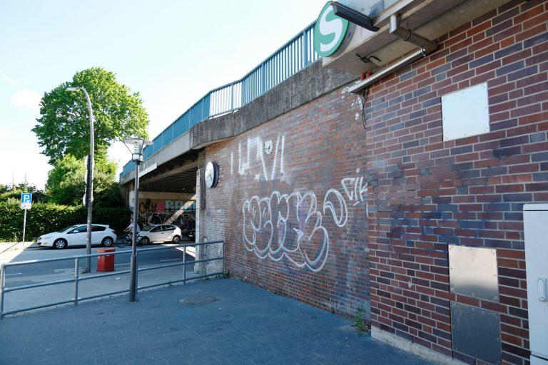 Schüler verschönern unsere Station – Bahnhof Alte Wöhr mit neuem Wandbild