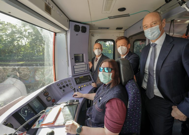 Weltpremiere: Der erste hochautomatisierte Zug ist unterwegs